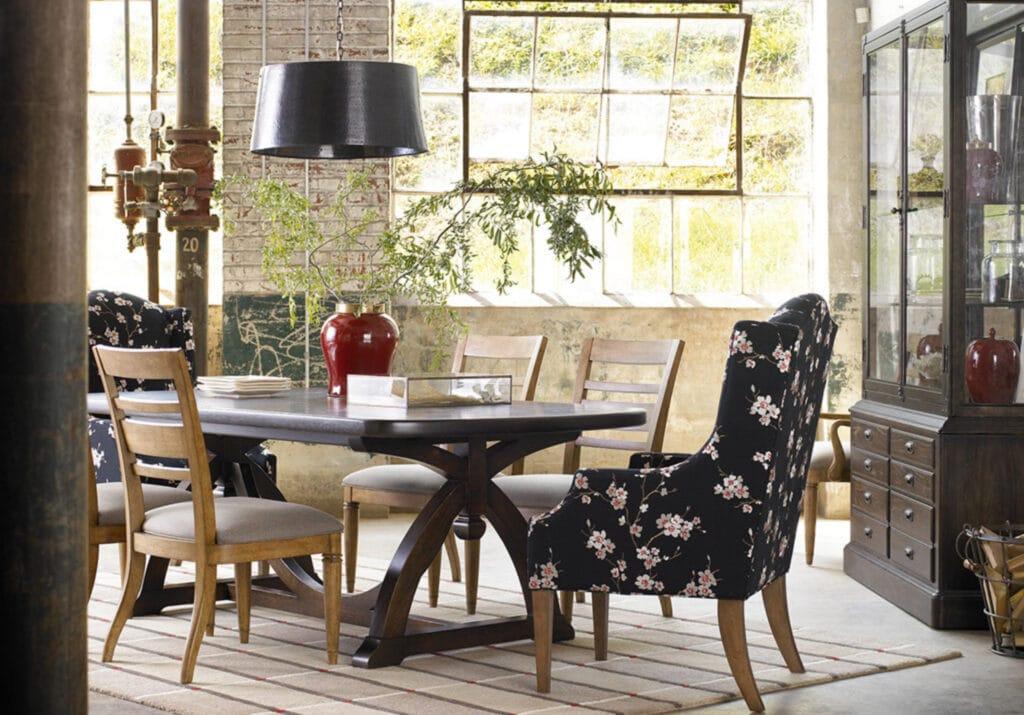 WO_Table-Black Chair