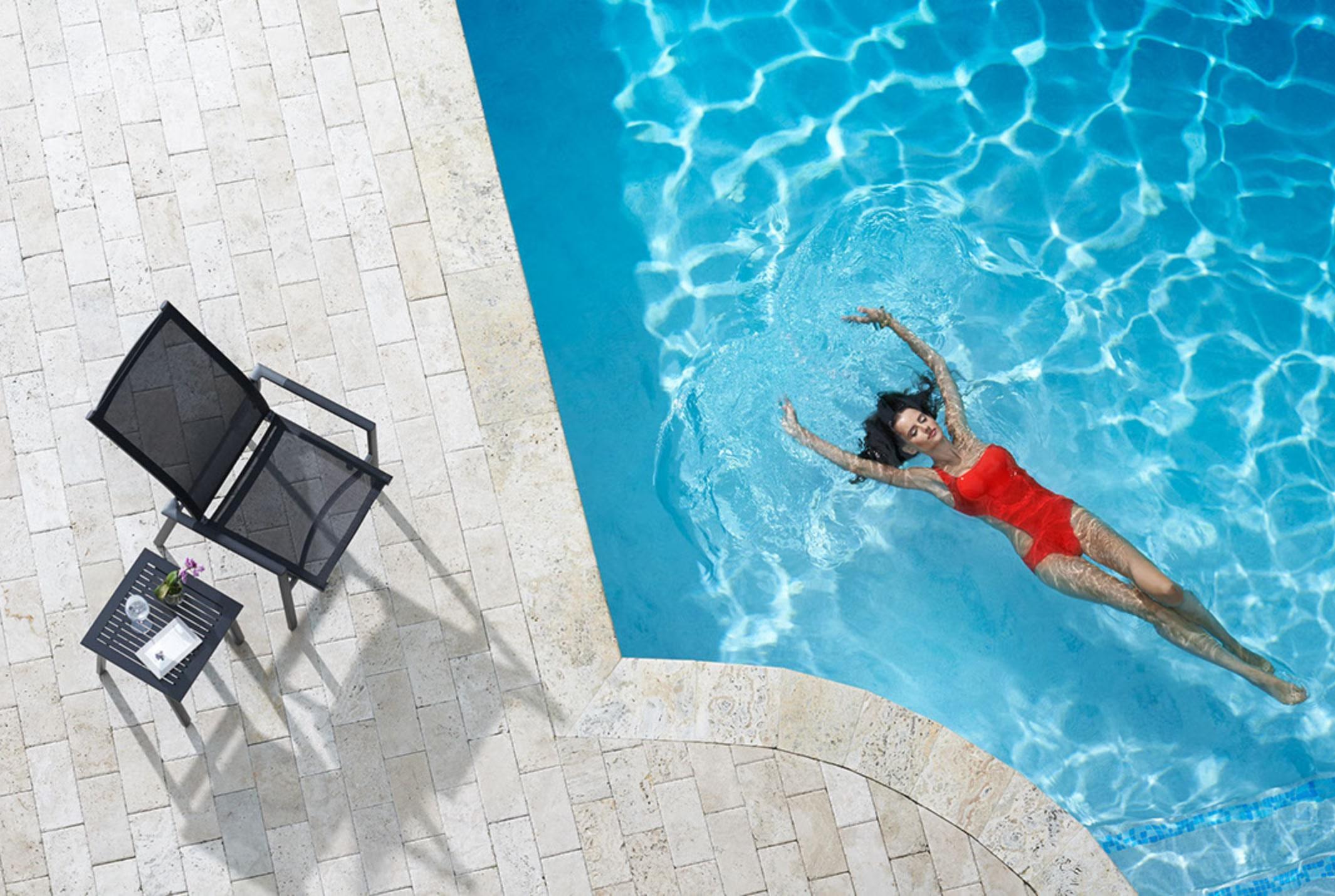 WO_Woman-Pool